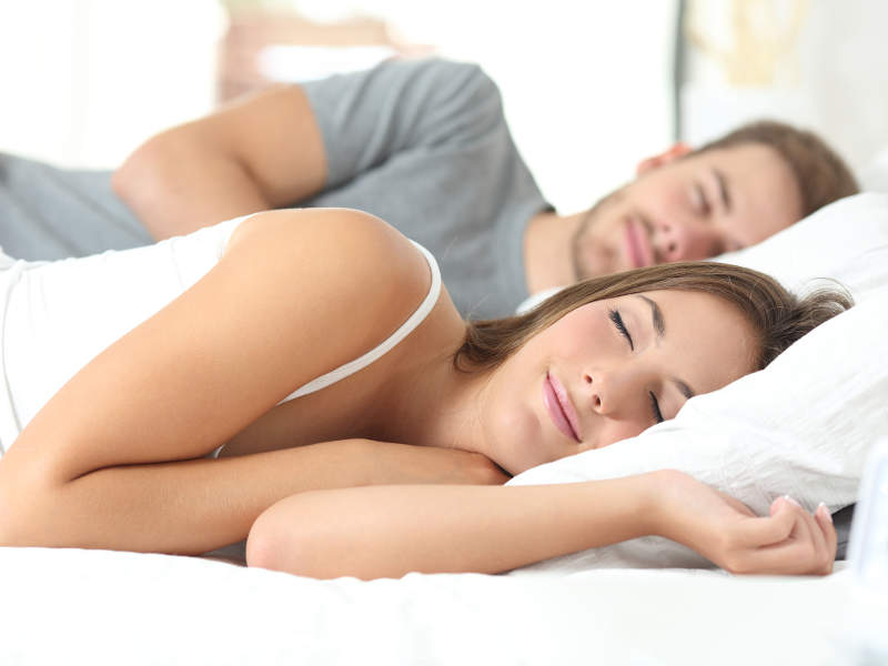 Trotz Männergrippe gut schlafen mit Otriven (Fotolia_99609825_L_©_Antonioguillem)