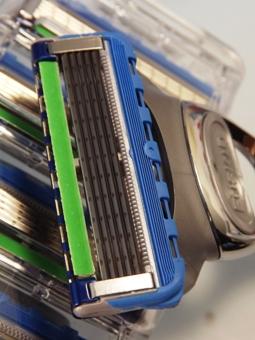 Klingen und Lubrastreifen des Rasierkopf vom Gillette Fusion ProGlide Silvertouch