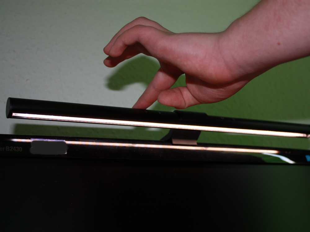 BenQ ScreenBar Schreibtischlampe für individuelle Ausleuchtung am Schreibtisch