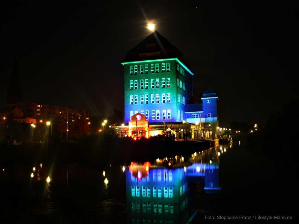 Demmin feiert 30 Jahre Deutsche Einheit - eindrucksvolle Illumination am Hanseufer