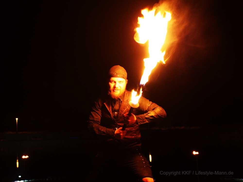 Feuerkünstler Stephan Droese Flammenmeer Feuerkunst präsentiert in Demmin spektakuläre Feuershow
