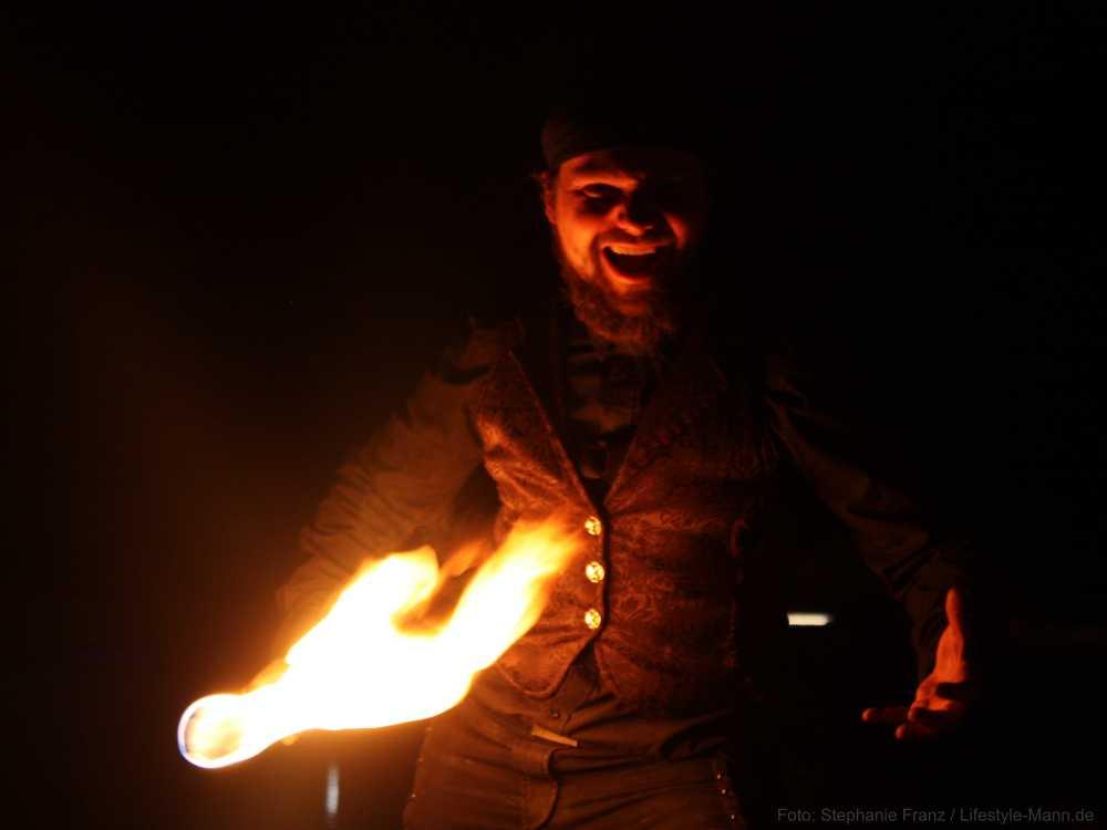 Buchen Sie einen professionellen Feuerartist mit aussagekräftigen Refernzen